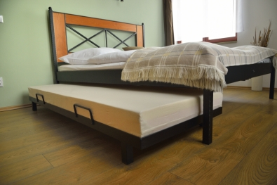 metal trundle bed  with foam mattress