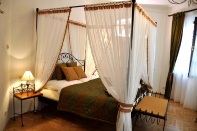 classic wrought iron bed canopy Malaga